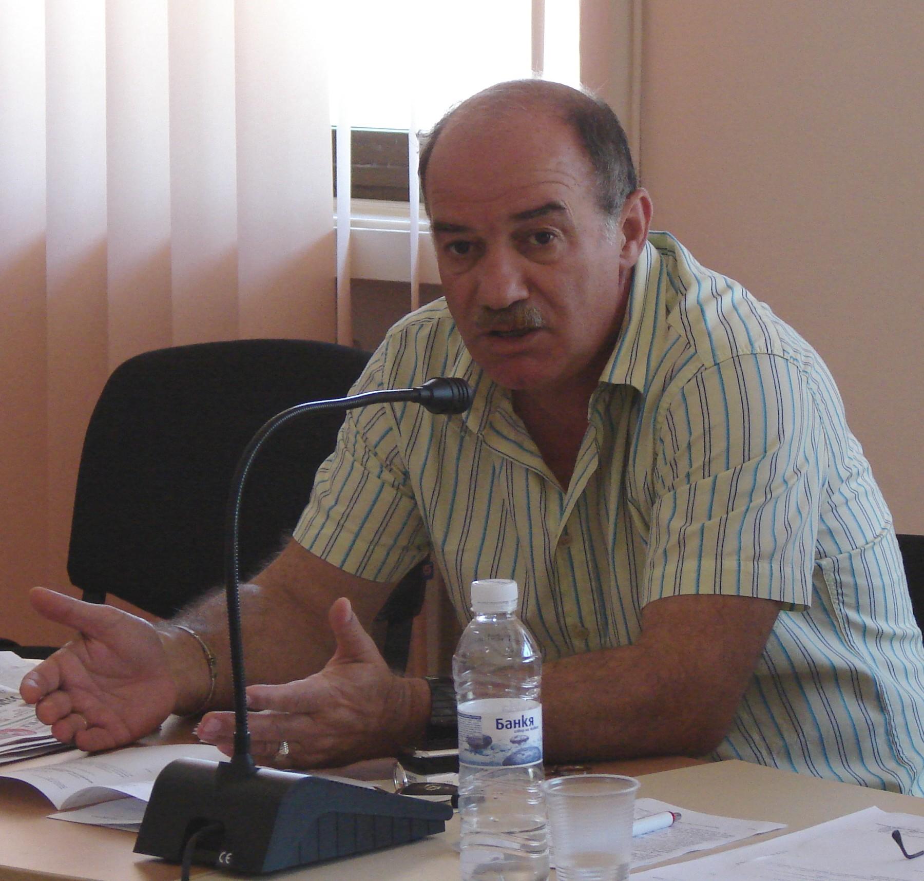 Никола Динков ще изгражда библиотеката в Харманли