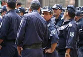 Лекари и полицаи готови за протести