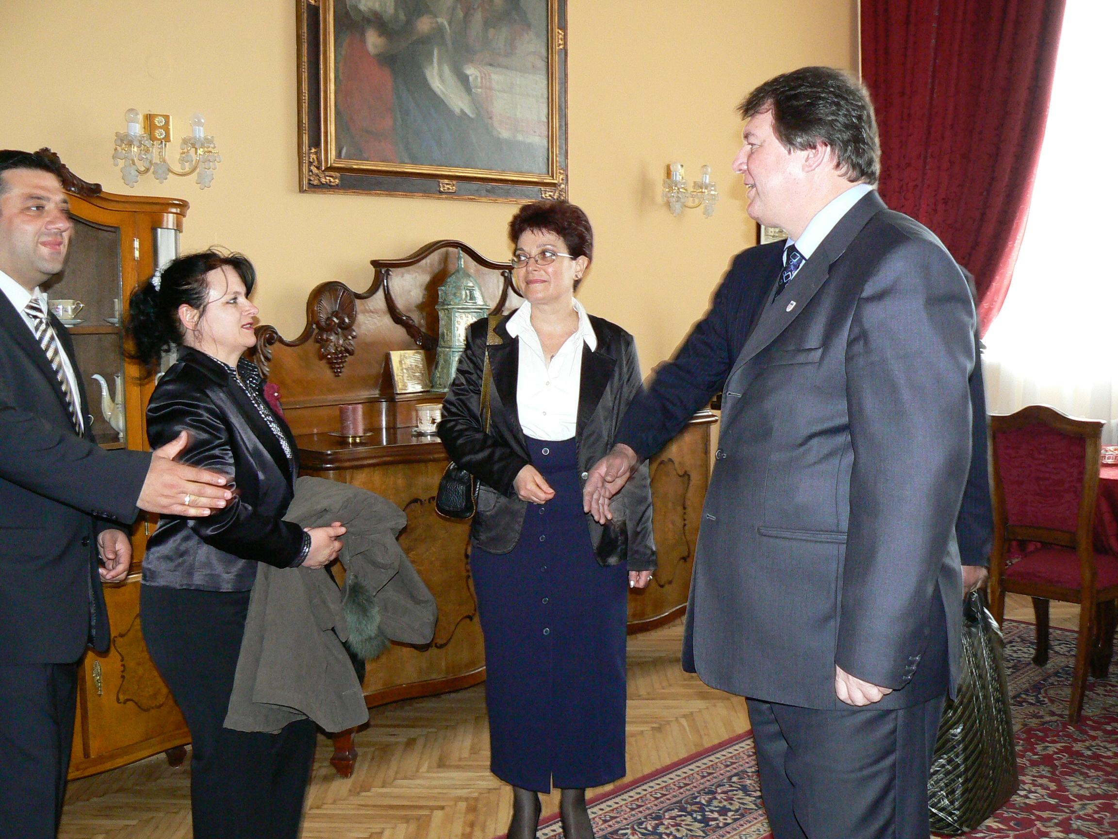 Кметът на Старо Кошице Любомир Грега прие на чаша коняк с кафе гости от Свиленград