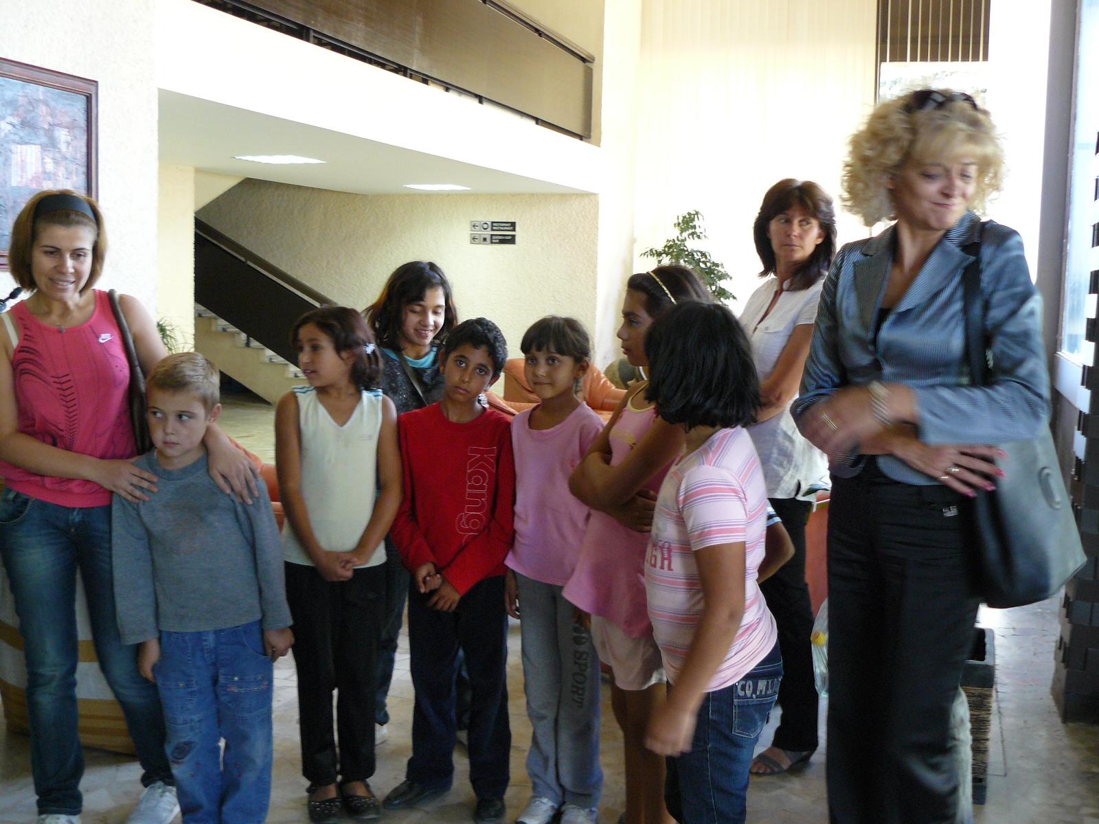 Фуат Гювен зарадва 150 деца и младежи с топли кожухчета