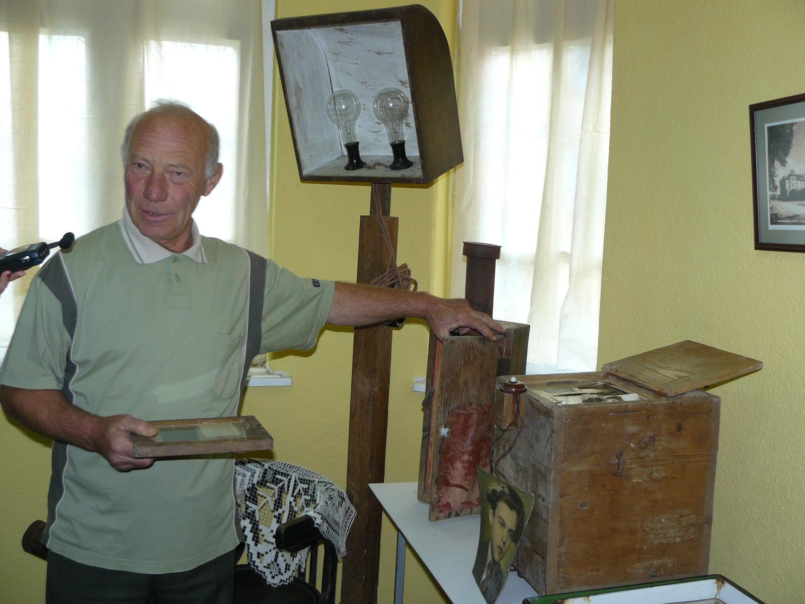 """Немски фотоапарати """"Цайс"""" от миналия век показват в музея"""