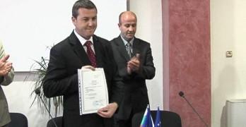Кметът на Стамболово с дарение за помощното училище