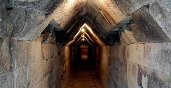 Гробницата в Мезек и крепостта в Маточина в ТОП 10 на чудесата на България