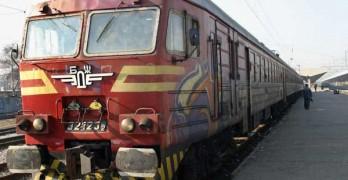 През границата: Извозват пътниците от международните влакове с автобус