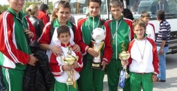 Децата от футболната школа втори на турнир във Франция