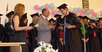 Връчиха дипломите на 155 зрелостници