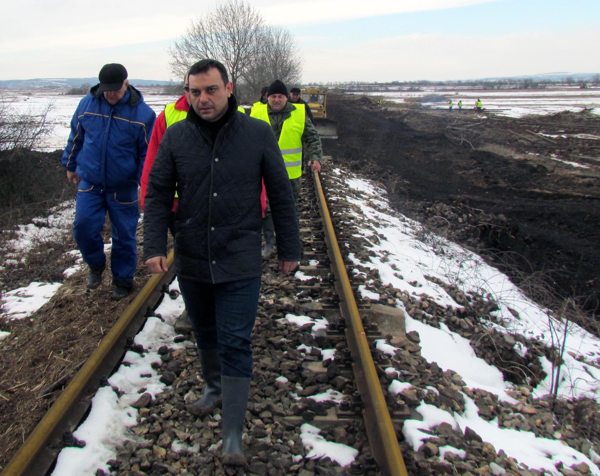 Възстановиха жп линията до границата