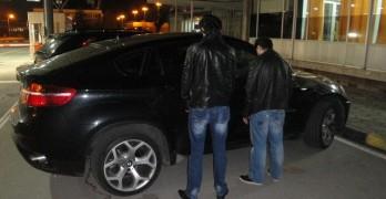 Спряха две крадени БМВ-та на границата