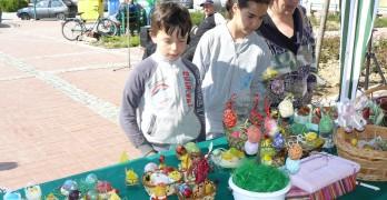 Благотворителен великденски базар събира пари за детска площадка