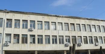 След ремонта на сградата през зимата вече няма да е толкова студено там     Сн.: Архив