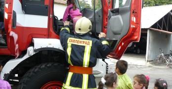 Открити уроци за деца в пожарната