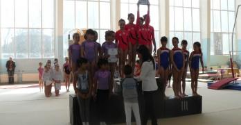 Момичетата ст. възраст триумфират на почетната стълбичка