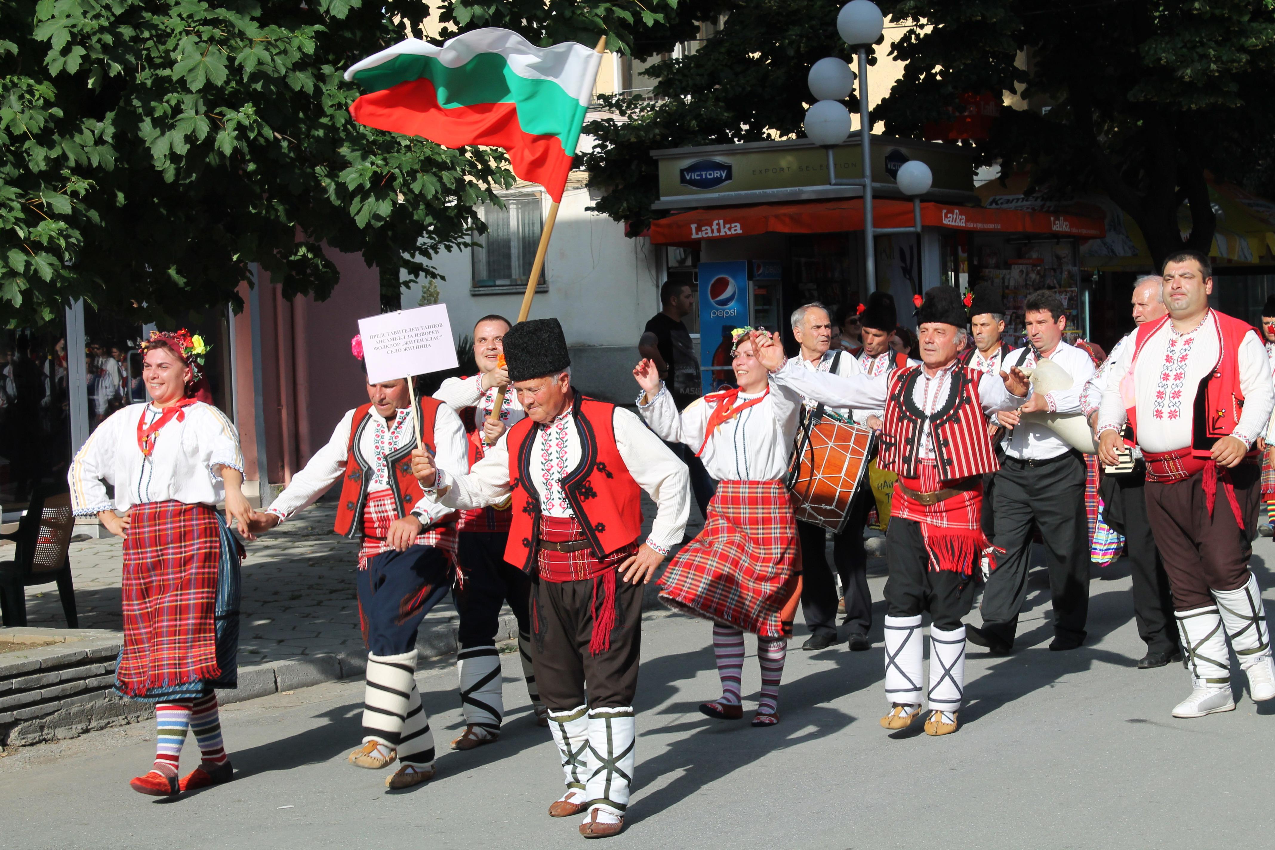 """Танцов ансамбъл от село Житница взе голямата награда на """"Песни и танци без граници"""""""