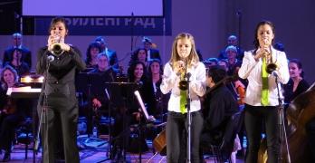 Руслан Мъйнов и Пловдивската филхармония препълниха спортната зала