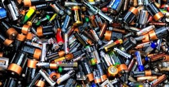 """Батерии и самобръсначки менте задържаха митничарите  на """"Капитан Андреево"""""""