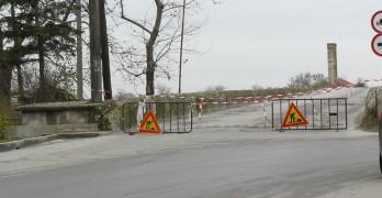 Затвориха за движение стария мост