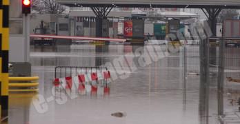 """Затвориха ГКПП """"Капитан Андреево""""заради наводнение"""