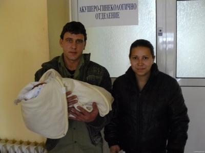 Първото бебе за 2010 година в Свиленград - малкият Митко от Любимец