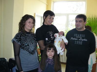 Румяна Нейкова ориса последното бебе на 2009 година - Мартин навръх Бабинден