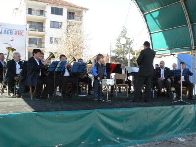 Празничната програма на 3 март започна с концерт на духовия оркестър