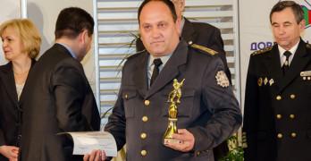 """Инспектор Ивелин Тонев взе наградата за превенция в конкурса """"Пожарникар на годината"""""""