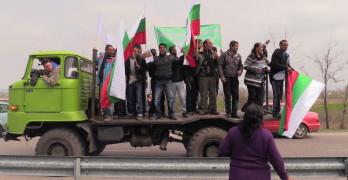 Протестиращи затапиха границата за кратко