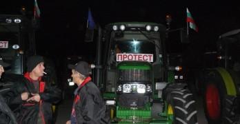 Износителите на дървесина блокират и двата гранични пункта при Свиленград днес