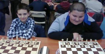 Пеньо Василев и Ростислав Петков с успехи на държавното първенство по шахмат