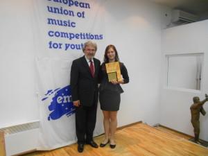 Здравка заедно с президента на конкурса Георги Улисев