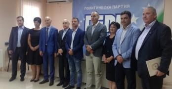Кандидатите за кметове  на общините в Хасковска област се снимаха с Цветан Цветанов и Делян Добрев