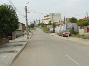 """Тази улица с два знака """"Главен път"""" води за ... никъде!"""