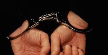 Задържаха крадец, докато превозва 94 пръчки кабел с колелото си