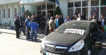Близо 200 полицаи протестираха в Свиленград