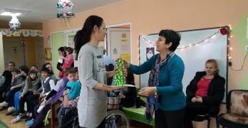 """148 деца получиха подаръци от """"Плюшено мече"""" в Свиленград"""