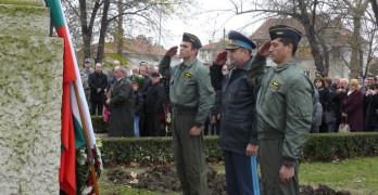 Генералитетът на ВВС на България се поклони пред паметника на поручик Христо Топракчиев в Свиленград