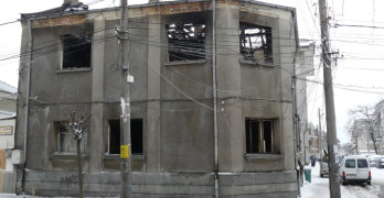 Пожар унищожи къща, по чудо – няма пострадали