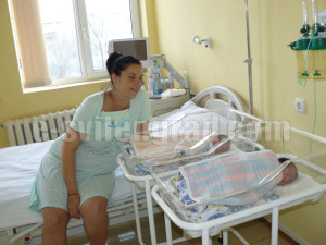 Щастливата майка Павлина се радва на соите рожби Ивона и Кристина