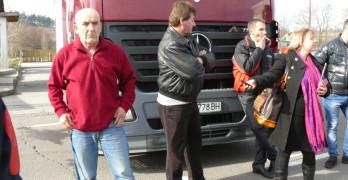 Продължава контраблокадата на гръцката граница край Свиленград