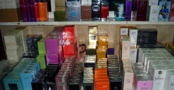 Хиляди фалшиви парфюми и дрехи откриха митничари в багажа на румънци
