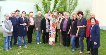 """Пенсионерите от """"Дълголетие"""" си направиха великденско дърво"""