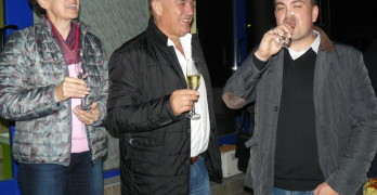 Още в нощта на изборната победа семейство Манолови съобщи новината, че скоро ще има нов член