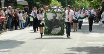 """С празнично шествие отбелязахме 24 май, в ПГССИ """"Христо Ботев"""" изпратиха абитуриентите"""