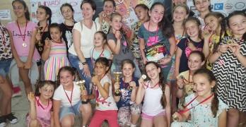 """""""Златните момичета"""" с купи и медали от """"Вълшебен свят"""""""