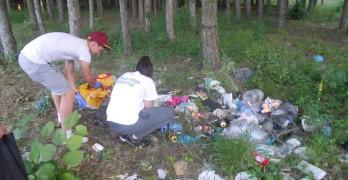 Младежите от Интеракт клуб почистиха околовръстния път и боровата гора
