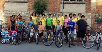 """Дамите от Лайънс клуб """"Свилена"""" усмихнаха 20 деца, подарявайки им колела"""