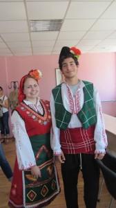 Джена и Марчело с удоволствие облякоха традиционни български носии