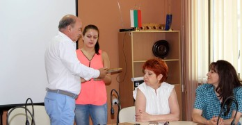 Мирела благодари с песен и писма в рамки на местните управници