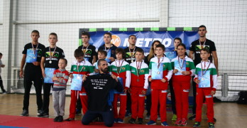 """Свиленградският """"Тангра"""" взе 17 медала от държавното първенство по кикбокс"""