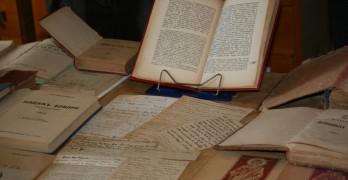 Съвременен будител дари ценни книги на библиотеката