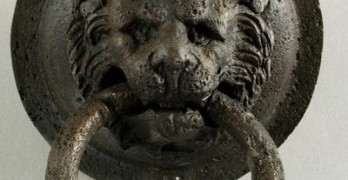 Бронзова дръжка от вратата на Тракийската куполна гробница при с. Мезек  сн. Николай Генов